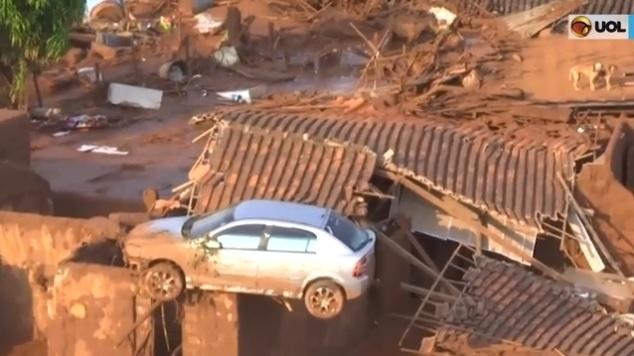 Dono de carro que ficou sobre o telhado usava veículo para tratar câncer