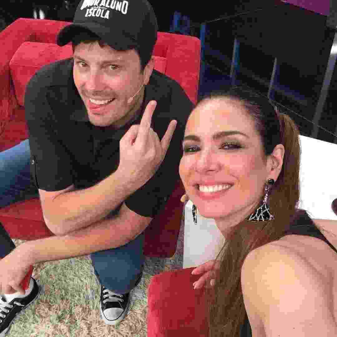 """16.fev.2016 - Danilo Gentili grava entrevista com Luciana Ginemez no """"Luciana By Night"""", da RedeTV! - Reprodução/Instagram/lucianagimenez"""