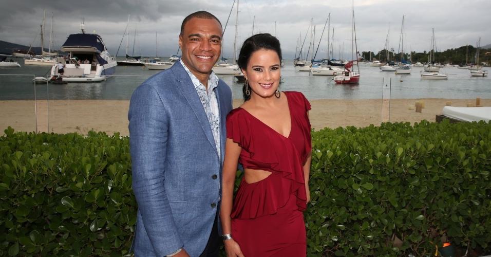 Rogério Padovan se casa em Ilhabela (SP) com Priscila Ferrari