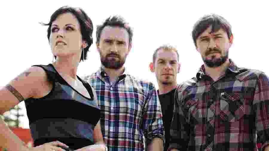 """Formado em 1989 em Limerick (Irlanda), o grupo é formado pela icônica vocalista Dolores O""""Riordan, o guitarrista Noel Hogan, o baixista Mike Hogan e o baterista Fegal Lawler - Divulgação"""