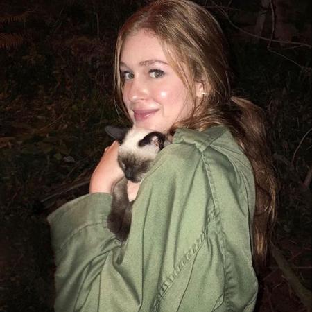 Marina Ruy Barbosa posa com gato que encontrou em gravação - Reprodução/Instagram/marinaruybarbosa