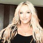 """Camaleoa, a cantora radicalizou e resolveu adotar um novo corte de cabelo. Em seu perfil no Instagram, Deborah mostrou o novo look, estilo Joãozinho. """"Amei o resultado!?, escreveu ela na rede social. - Reprodução/Instagram"""