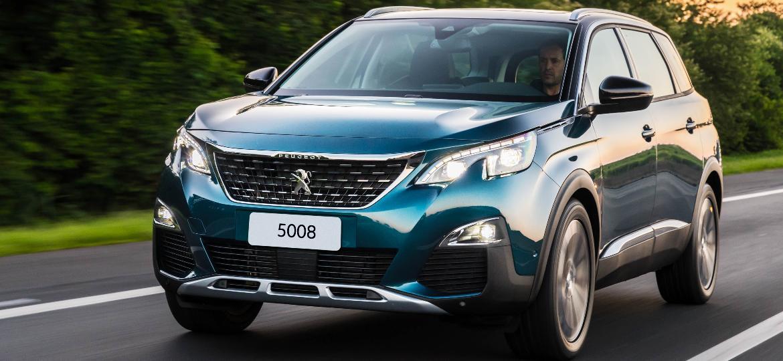 Peugeot 5008 2019: deste ângulo é quase impossível perceber alguma diferença dele para o irmão menor 3008 - Divulgação