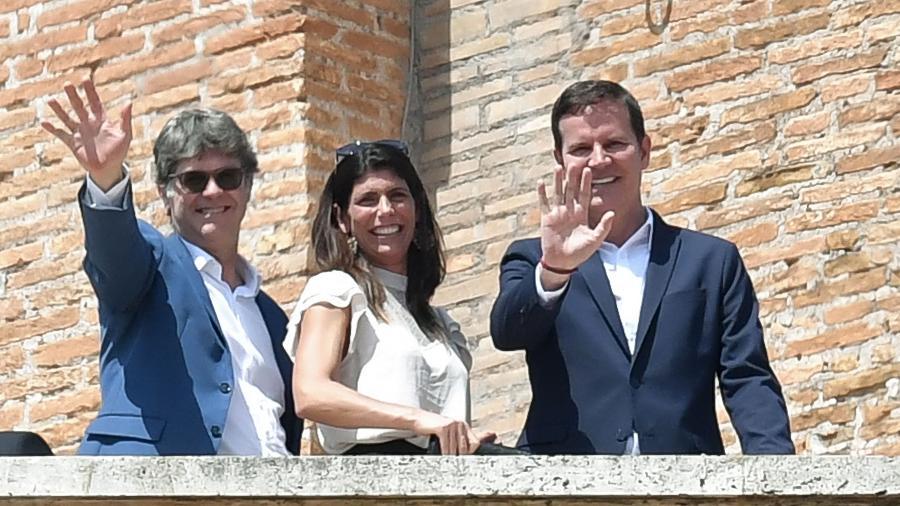 James Hamilton (esq.) e sua esposa e Juan Carlos Cruz (à direita) - Andreas Solaro/AFP PHOTO