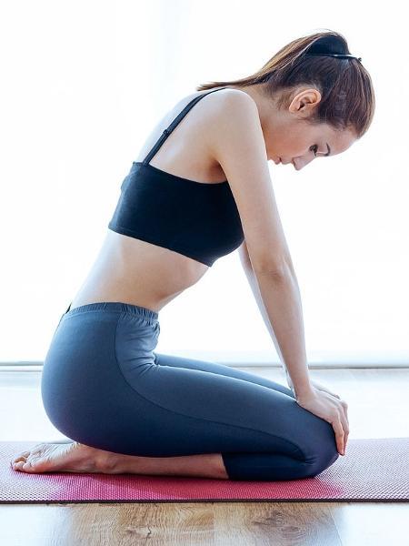 A ginástica hipopressiva fortalece o abdome e evita problemas como dores nas costas - iStock