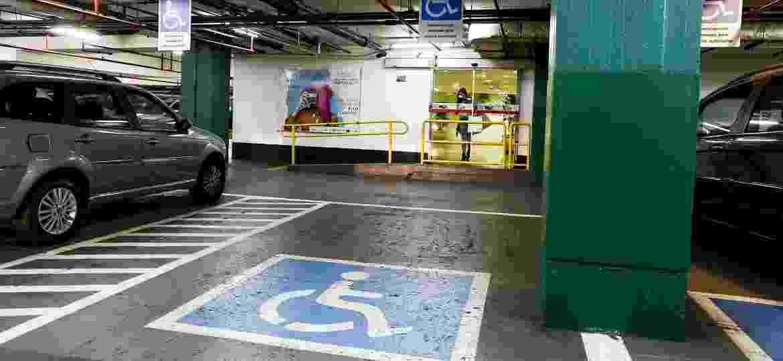 Benefício inclui isenção total de IPI, IPVA, IOF e ICMS, além de Cartão DEFIS (para vagas especiais de estacionamento) - Rubens Cavallari/Folhapress