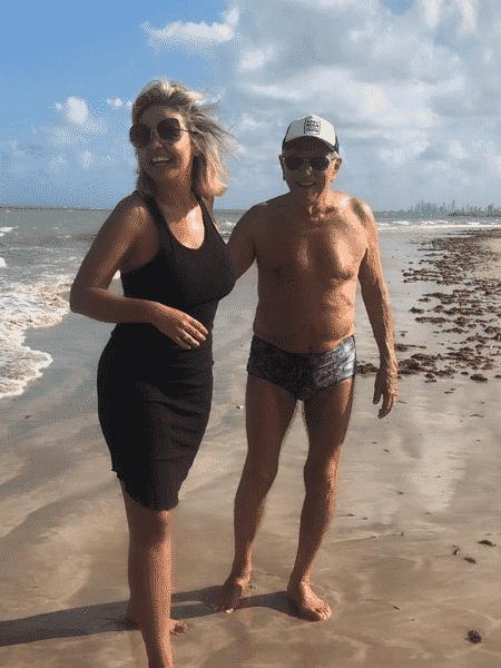 O casal Renata Domingues e Carlos Alberto de Nóbrega - Reprodução/Instagram