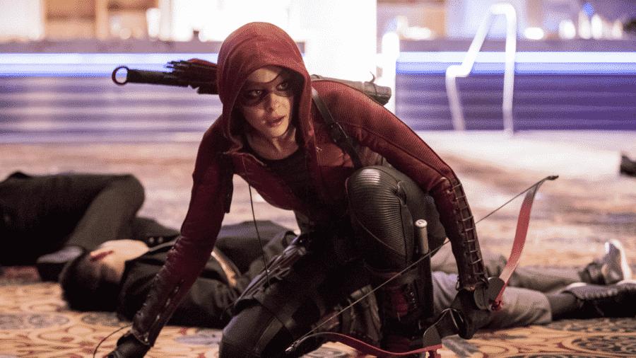 Willa Holland em cena de Arrow - Reprodução