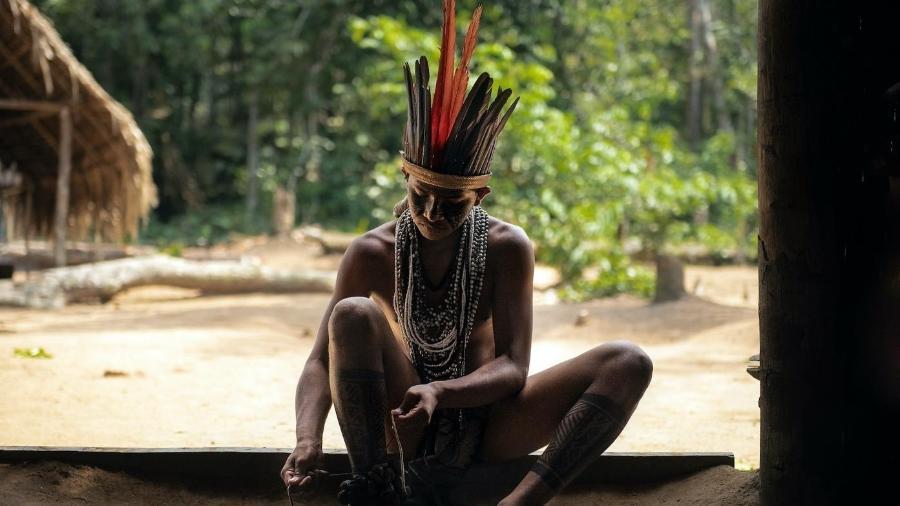 Indígena Tuyuka no Rio Negro, Amazonas - Xavier Bartaburu
