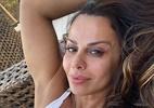 Viviane Araújo mostra cabelos brancos em selfie: