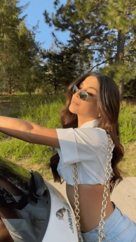 Gabriela Versiani, namorada de Kevinho e seu Jaguar E-Pace - Reprodução/Instagram - Reprodução/Instagram