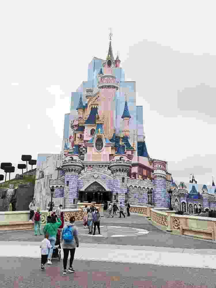 """O Castelo da Bela Adormecida está """"empacotado"""" para as reformas, que devem durar até 2022 - Isabella Galante - Isabella Galante"""