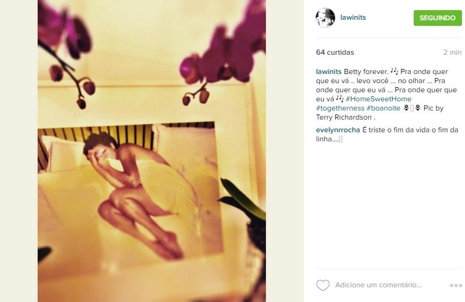 """14.set.2015 - Depois de prestar uma homenagem ao vivo no """"Tomara Que Caia"""" e nas redes sociais, Daniele Winitts voltou a lembrar da amiga Betty Lago, que morreu neste domingo (13), em decorrência de um câncer. No Instagram, a atriz publicou uma foto em que Betty aparece nua, coberta apenas por um lençol, clicada pelo famoso fotógrafo Terry Richardson. """"Betty forever. Pra onde quer que eu vá .. levo você ... no olhar"""", escreveu usando a letra de uma música da banda Os Paralamas do Sucesso"""