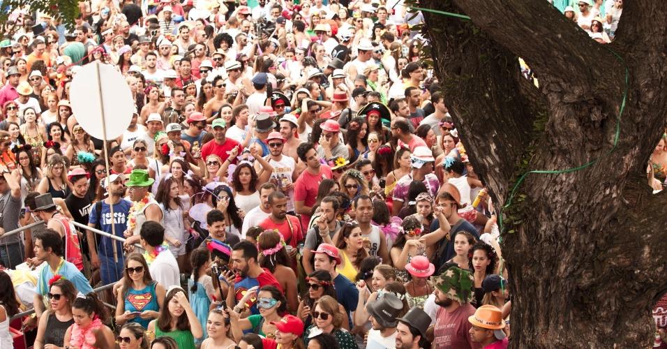 Milhares acompanham o bloco Bangalafumenga no centro de São Paulo
