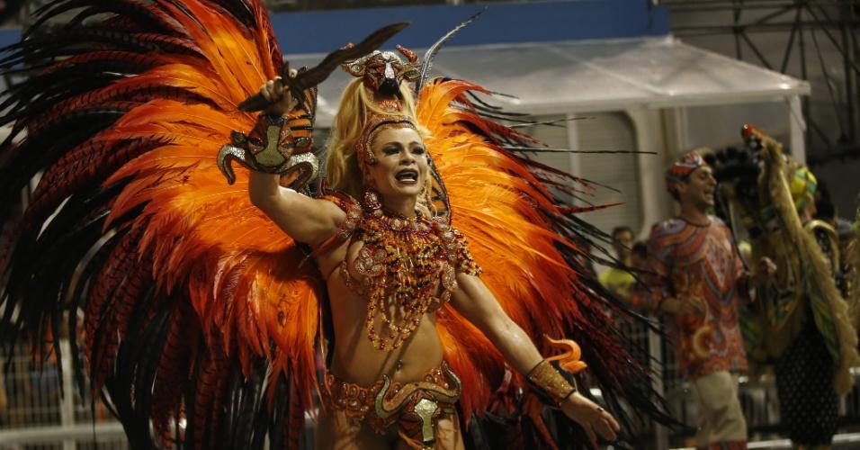 07.fev.2016 - Musa participa do desfile da Mocidade Alegre, na madrugada deste domingo