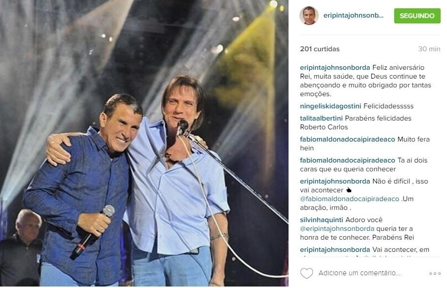 19.abr.2016 - Eri Johnson homenageou Roberto Carlos com uma foto ao seu lado.