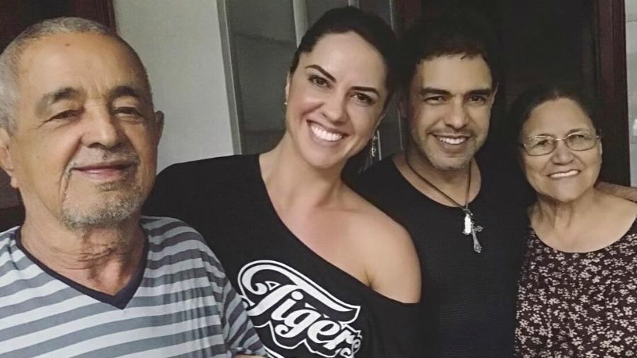 Graciele Lacerda e Zezé Di Camargo com Seu Francisco e Dona Helena - Reprodução/Instagram
