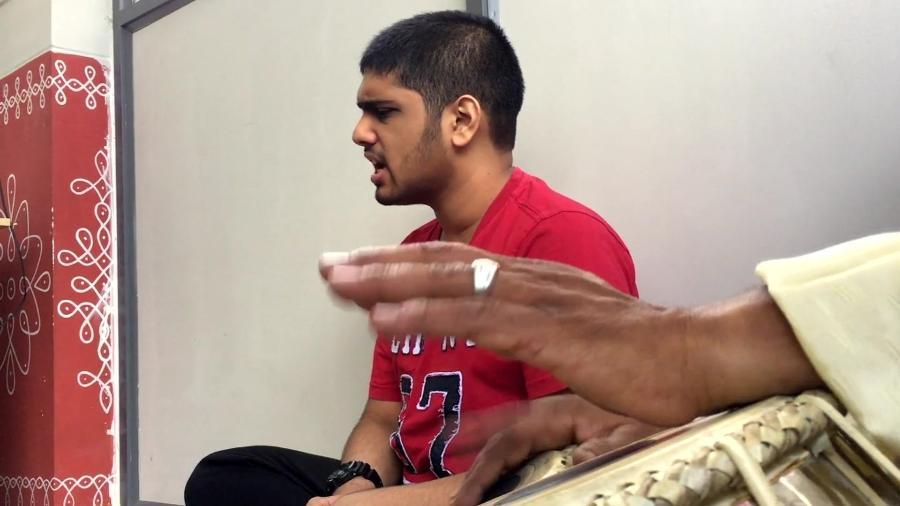 Varun Chenichery, jovem indiano com autismo usa música para inspirar - BBC