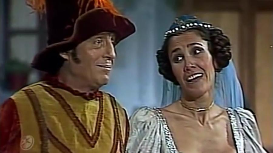 """Roberto Gómez Bolaños e Florinda Meza interpretam """"Juleu"""" e """"Romieta"""" em episódio de """"Chapolin"""" inédito no Brasil - Reprodução/Las Estrellas"""