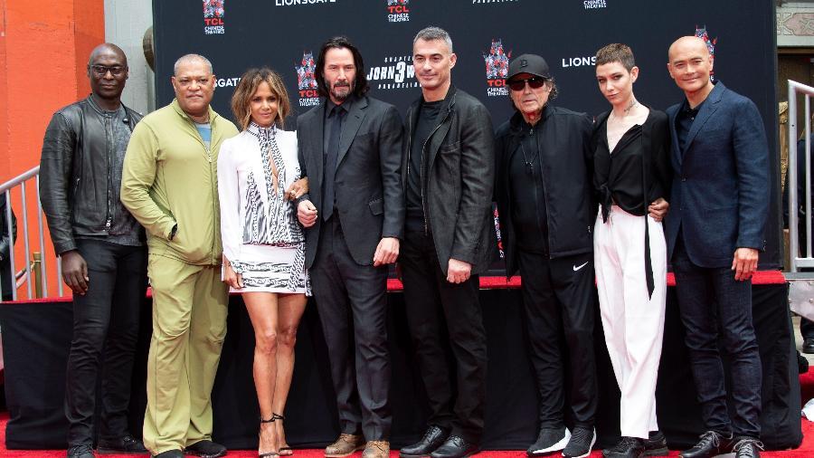 """Keanu Reeves com seus colegas de elenco em """"John Wick 3""""  - Valerie Macon/AFP"""