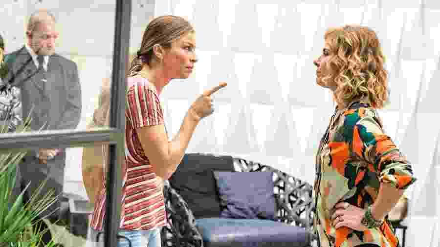 Paloma (Grazi Massafera) confronta Eugênia (Helena Fernandes) por destratar Gabriela - Globo/Paulo Belote