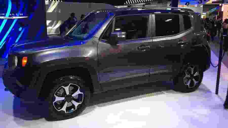 Jeep Renegade ganha versão que combina motores a combustão e elétrico; baterias são recarregadas na tomada - Daniel Neves/UOL