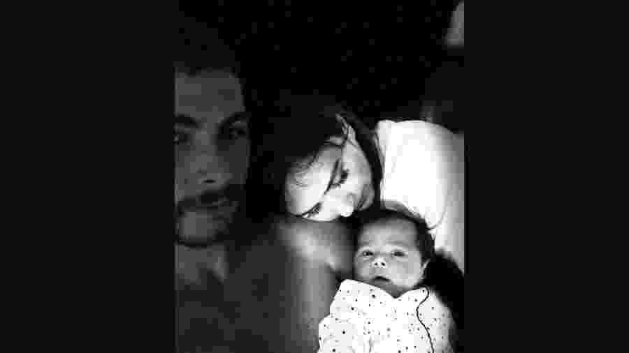 Tatá Werneck e Rafa Vitti fazem declarações pelos 3 meses da filha - Reprodução