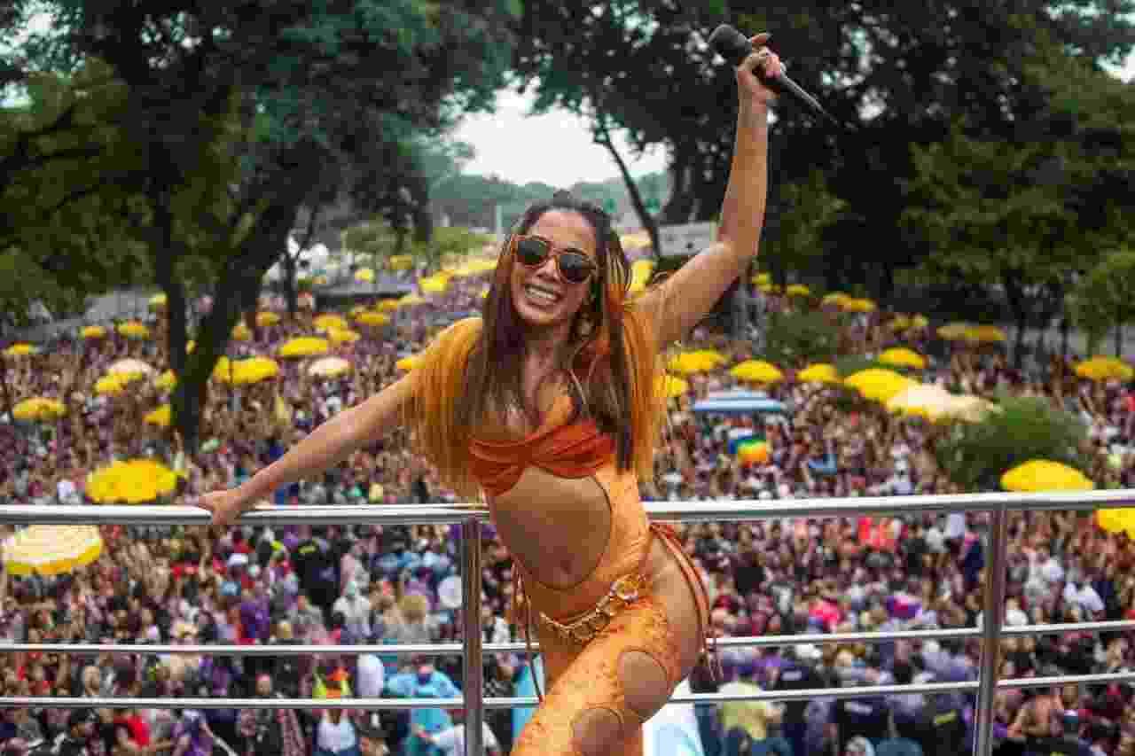 Do alto do trio, Anitta anima foliões na região do Ibirapuera com seu Bloco da Anitta - Edson Lopes Jr./UOL