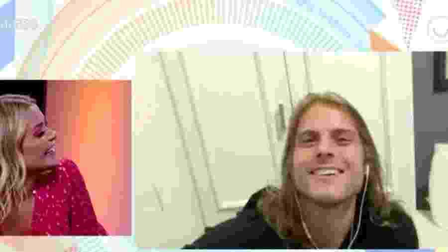 Daniel faz surpresa para Marcela durante entrevista - Reprodução/GloboPlay