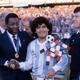 Pelé e Diego Maradona em amistoso entre Itália e Argentina em 1990, na Suíça - Alessandro Sabattini/Getty Images