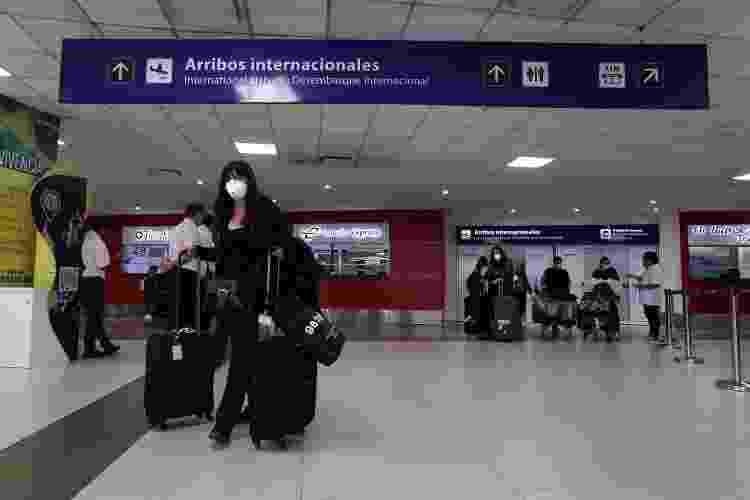 Passageiros chegam ao Aeroporto Internacional de Buenos Aires - Getty Images - Getty Images