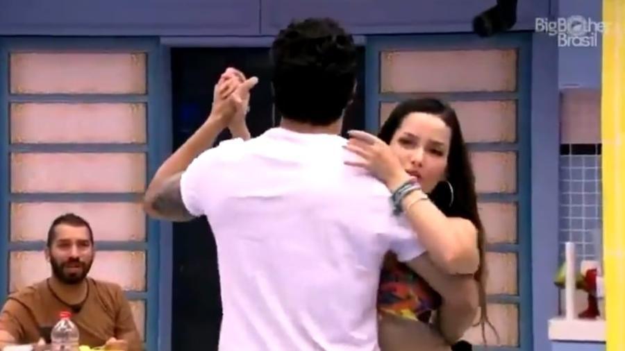 BBB 21: Gilberto sugere que Juliette e Rodolffo se beijem de brincadeira - Reprodução/Globoplay