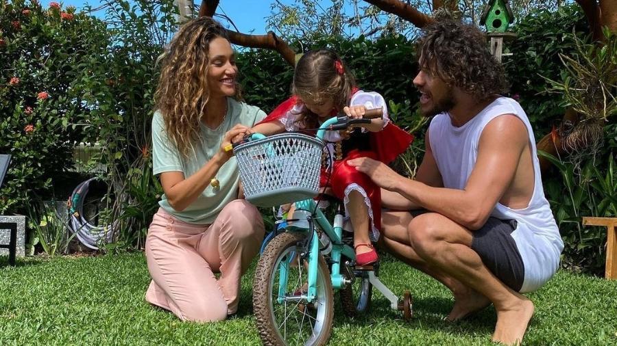 Débora Nascimento, Bella e José Loreto - Reprodução/Instagram @joseloreto