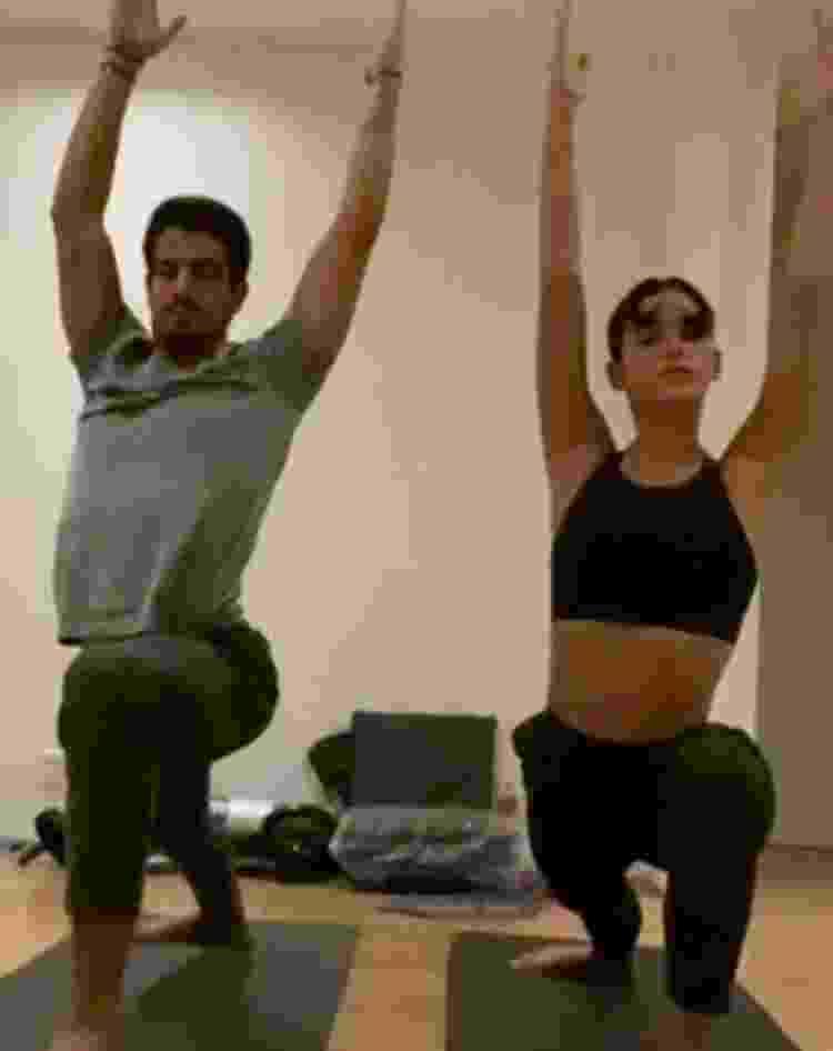 Enzo Celulari e Bruna Marquezine praticam ioga - Reprodução/Instagram - Reprodução/Instagram