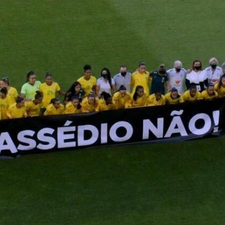 Protesto da seleção feminina de futebol no amistoso contra a Rússia na sexta (11) - Reprodução