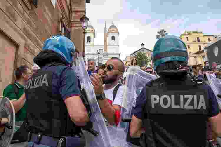 Protestos em Roma contra uso de certificado sanitário - Getty Images - Getty Images