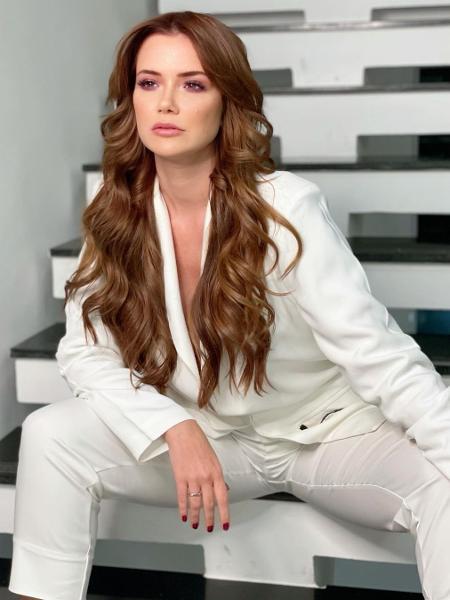 """Marcela está lançando o livro """"Senta Que Nem Moça"""" - Reprodução / Instagram"""