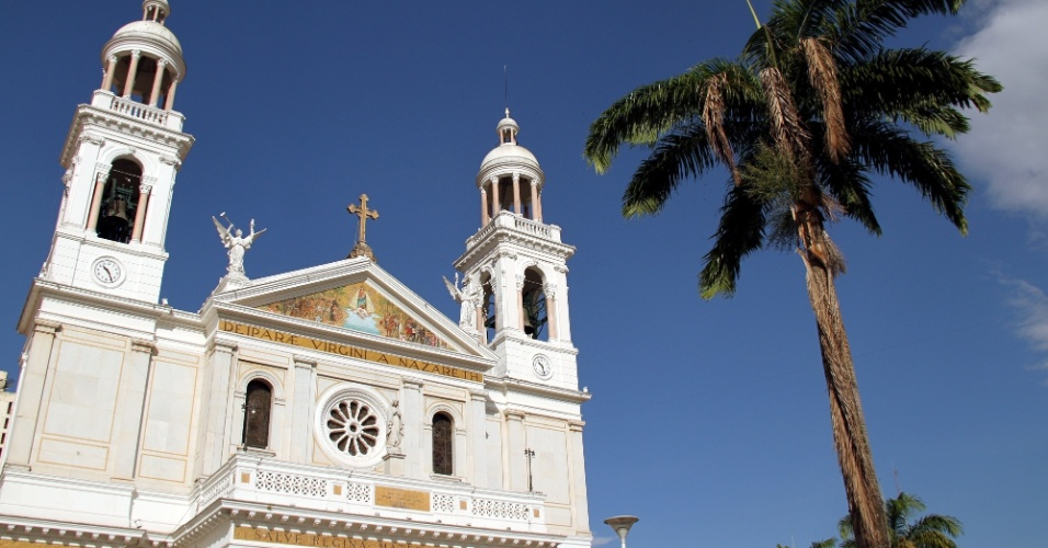 Erguida na segunda metade do século 19, a Basílica Santuário de Nazaré é o destino final da emocionante romaria do Círio de Nazaré que acontece em Belém, no segundo domingo de outubro