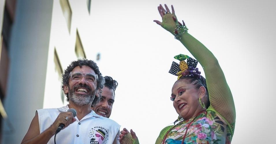 31.jan.2016 - Wilson Simoninha e Fafá de Belém agitam os foliões que acompanham o desfile do bloco Acadêmicos do Baixo Augusto, em São Paulo.