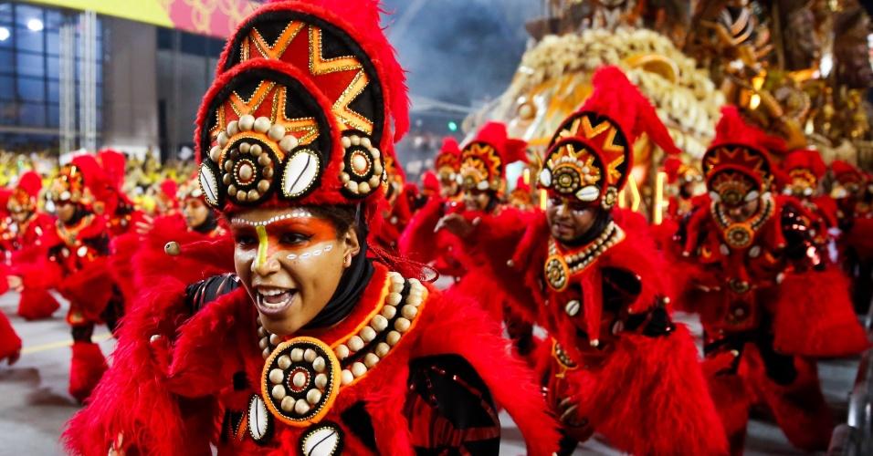 07.fev.2016 -Mocidade Alegre chamou a atenção na madrugada deste domingo por desfile luxuoso e com várias alas coreografas