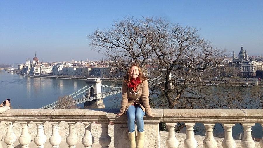 Em sua viagem como mochileira, Melissa Breveglieri, 19, fez um tour pela Europa. Nesta foto, ela estava em Budapeste, Hungria - Arquivo pessoal