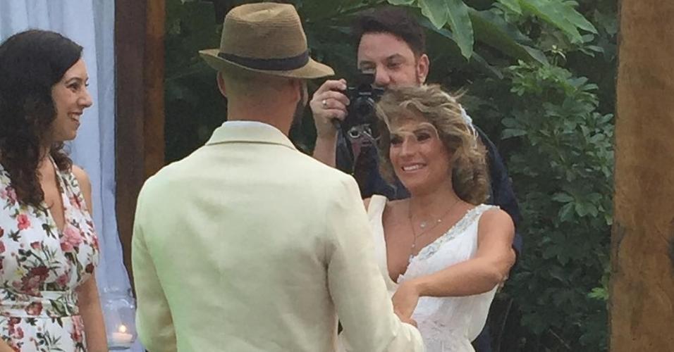 Maíra Charken se casa Renato Antunes no Rio de Janeiro