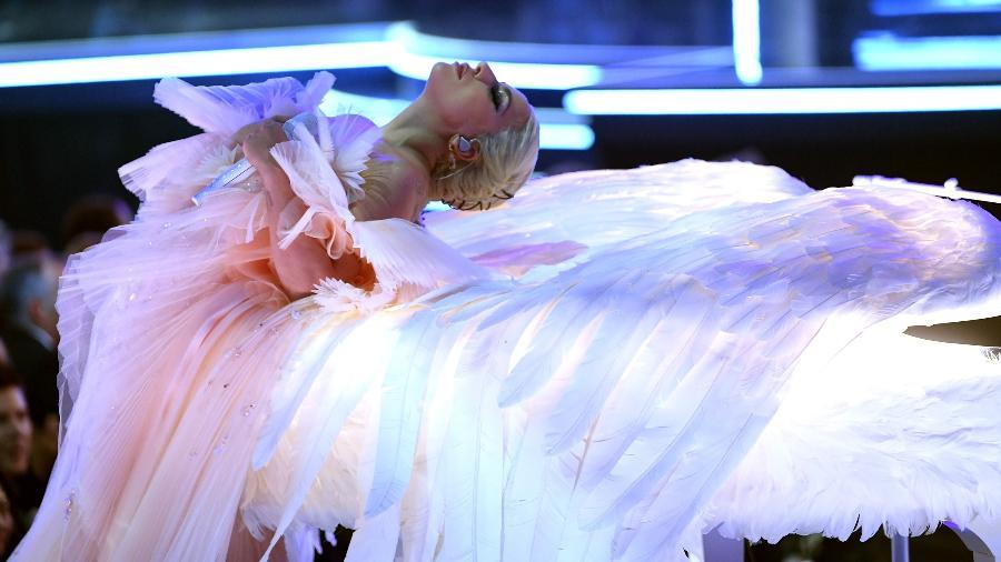 Lady Gaga se apresenta no palco do Grammy 2018 - Getty Images
