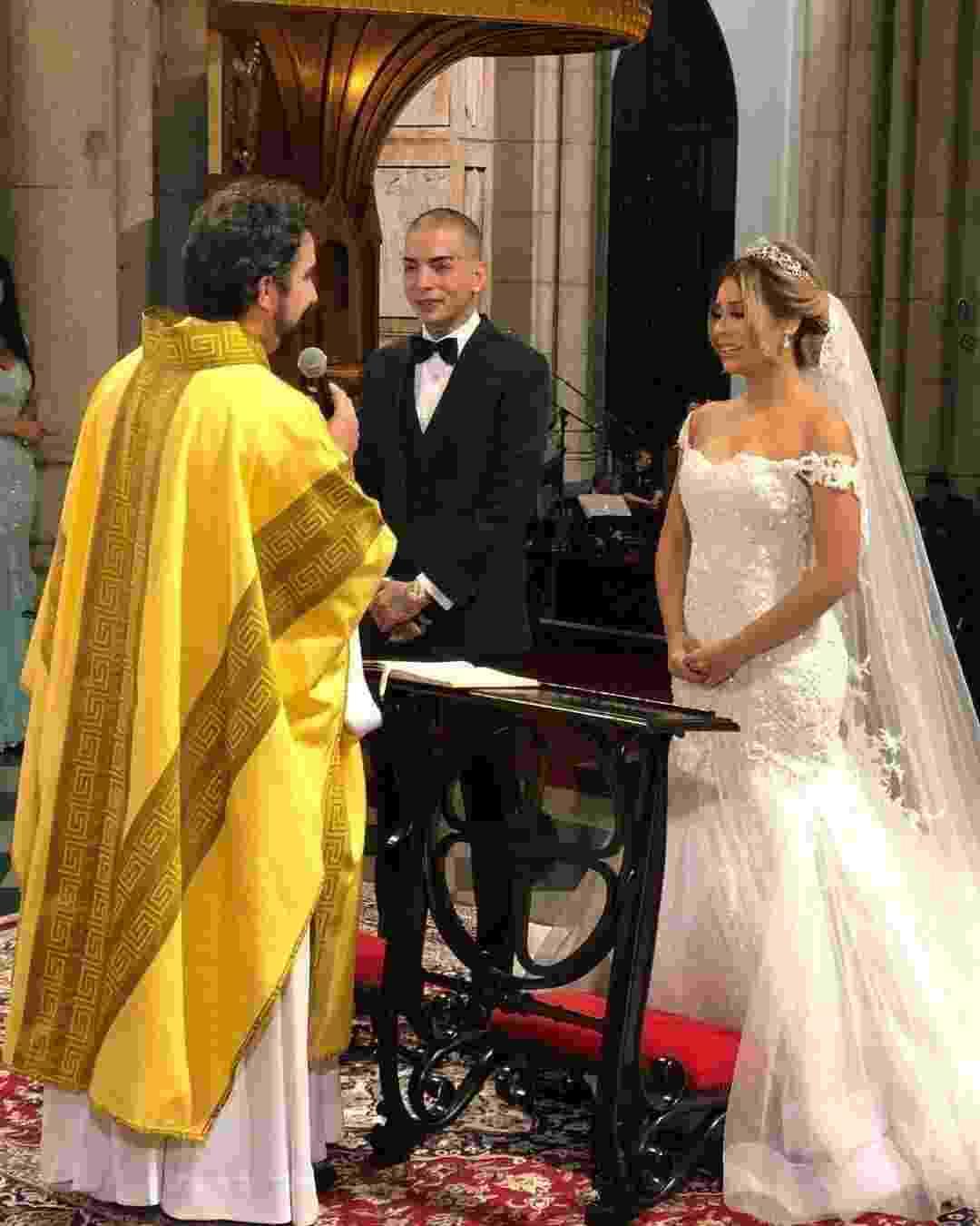Lexa emocionada durante a cerimônia de seu casamento com Guimê, realizado pelo padre Fábio de Melo - Reprodução/Instagram