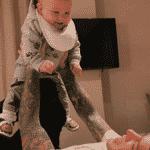 O rapper Fedez com seu Leone, de 9 meses, fruto de sua relação com a influenciadora Chiara Ferragni - Reprodução/Instagram