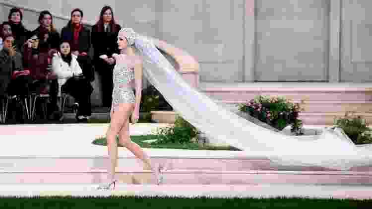 Vittoria Ceretti e a noiva da Chanel 2019 - AFP - AFP