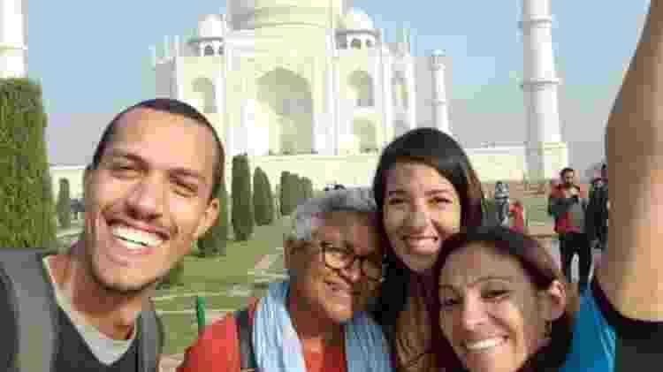 Jô (ao centro) visitou a Índia durante seu tour pela África e Ásia - Reprodução/Facebook - Reprodução/Facebook