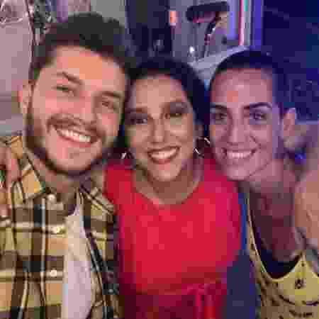 Klebber Toledo com Renata Castro Barbosa e Alice Demier. - Divulgação