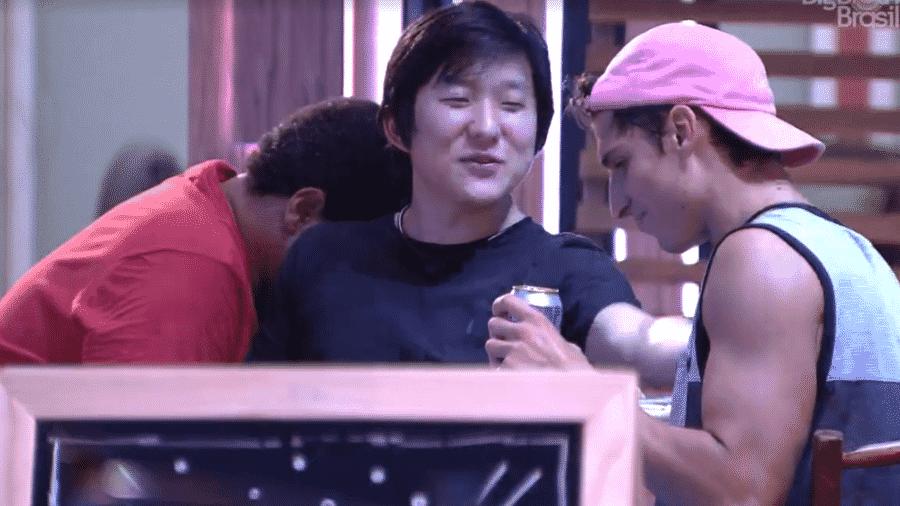 Pyong e Prior na casa do BBB 20 - Reprodução/Globoplay