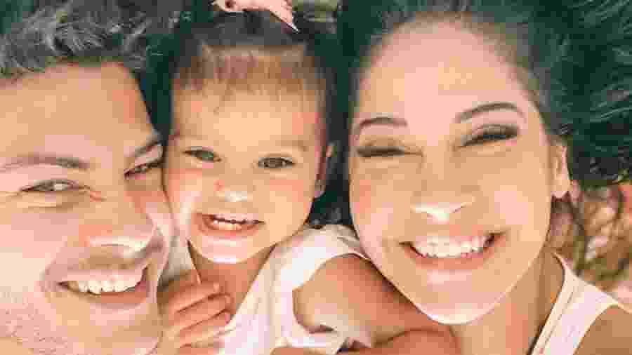 Mayra Cardi postou uma foto com Arthur Aguiar e a filha deles, Sophia - Reprodução/Instagram